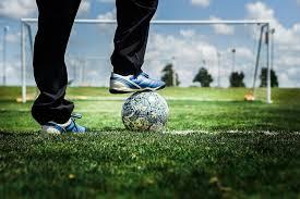 Kuinka – askel askeleelta jalkapallo liikkuu